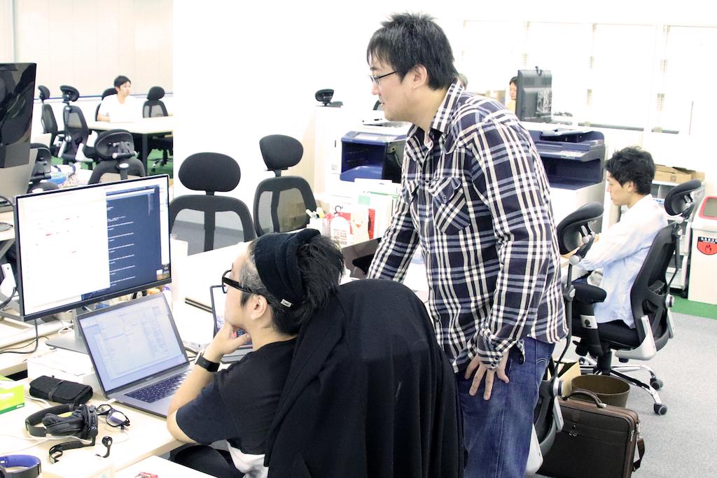 教材開発部の仕事風景 データサインティストとの業務