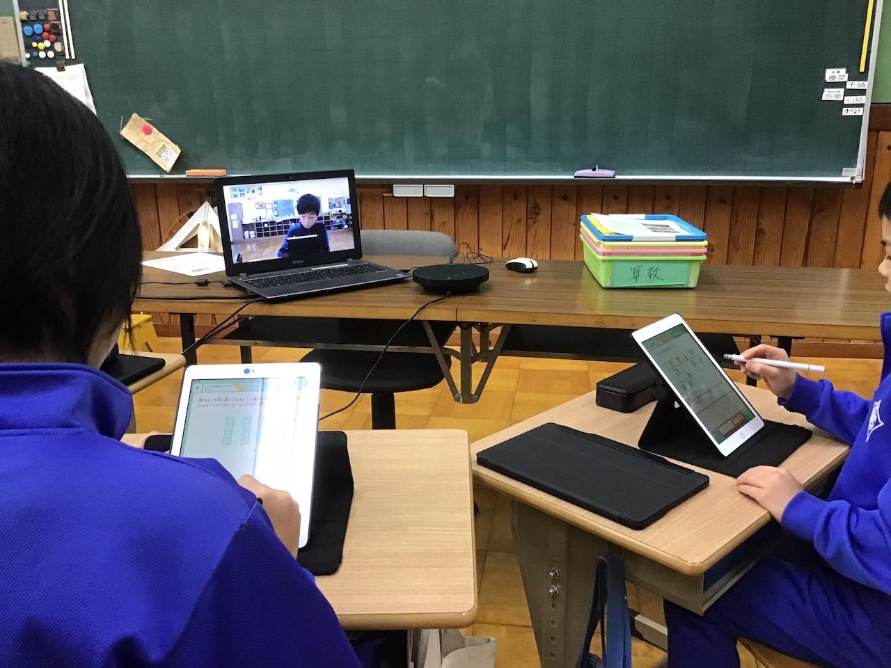 栄村立栄小学校本校でのQubenaを使った授業の様子