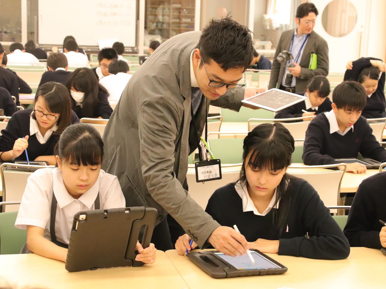 麹町中学校の授業風景